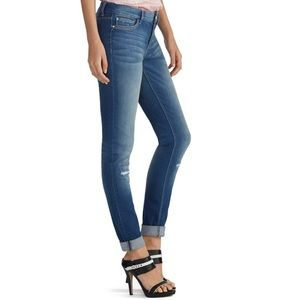 Great jeans with tasteful distressing.. skinny leg